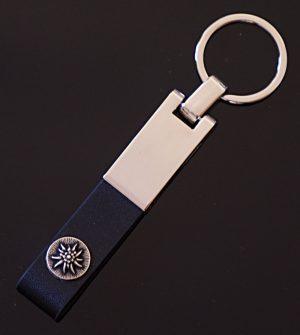 Schlüsselanhänger mit Knopf veredelt   Allgäu Deko
